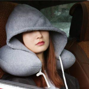 Cestovní polštář s kapucí